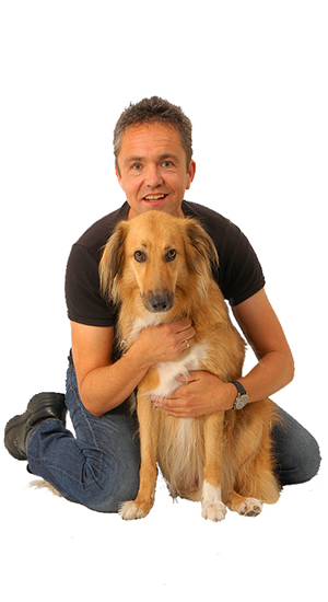 Hondenspecialist Arnoud Busscher en zijn hond Kara